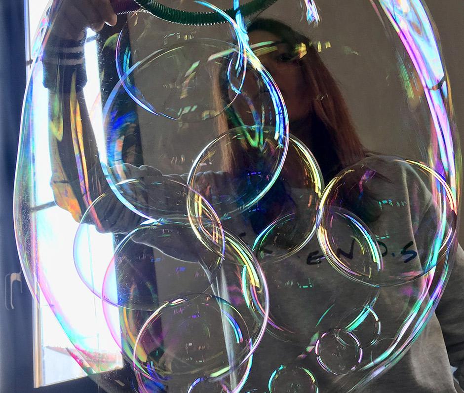 Bolle dentro bolla di sapone gigante